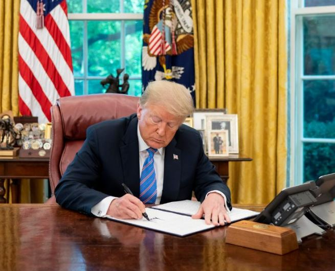 US PresidentDonald Trumpon Friday said that he had signed a very strong executive order to protect the country'smonumentsandstatuesfrom vandalism